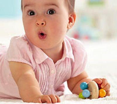 Estimular a tu bebé con el sonajero